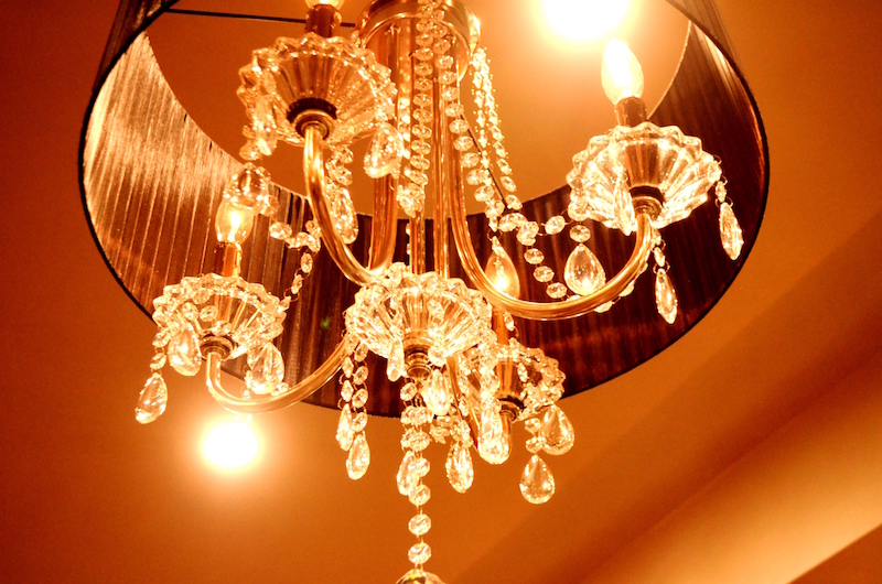 This is a close-up photo of a chandelier in the Gatsby Room at the Culpeper Center.