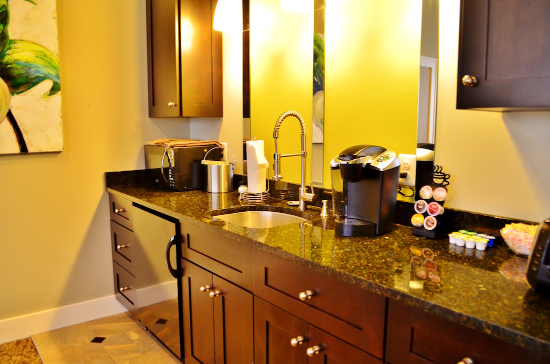 A photo showing the wet bar of the Luxury Suite with Kitchenette.