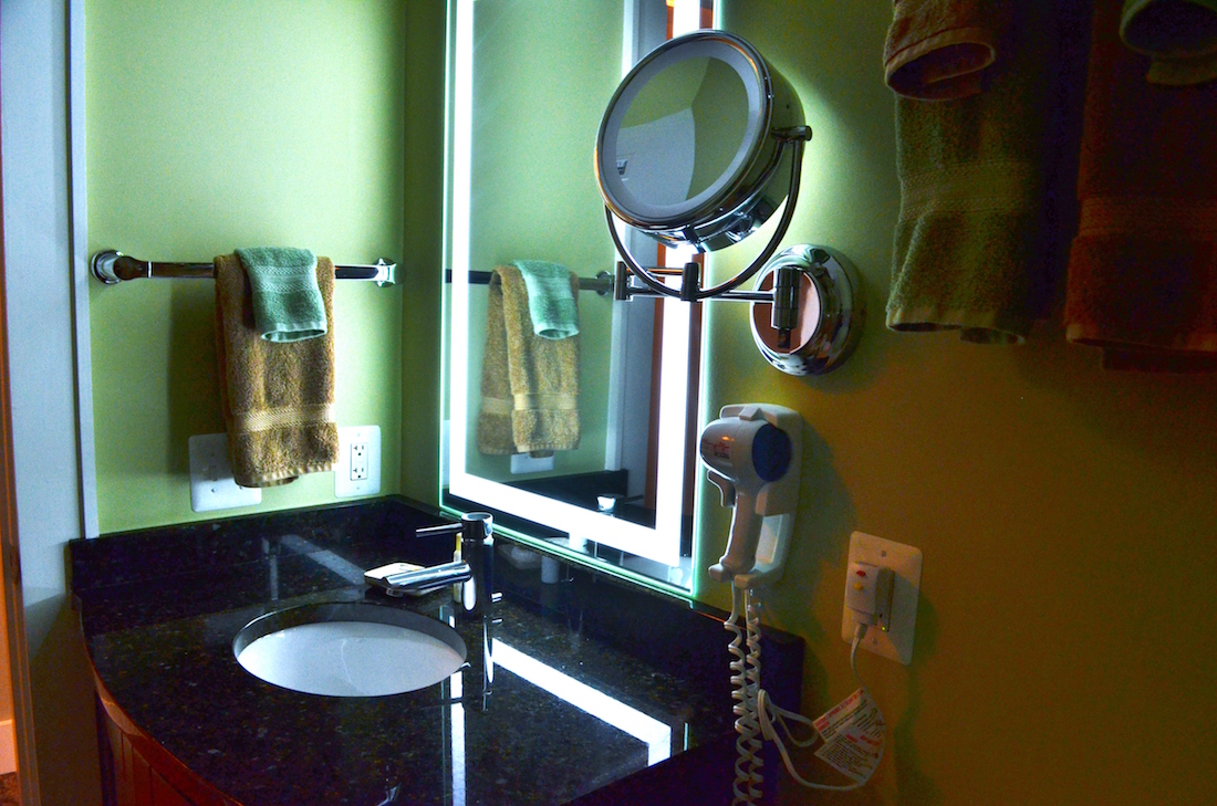 A photo showing the bathroom of the Luxury Suite of the Culpeper Center.